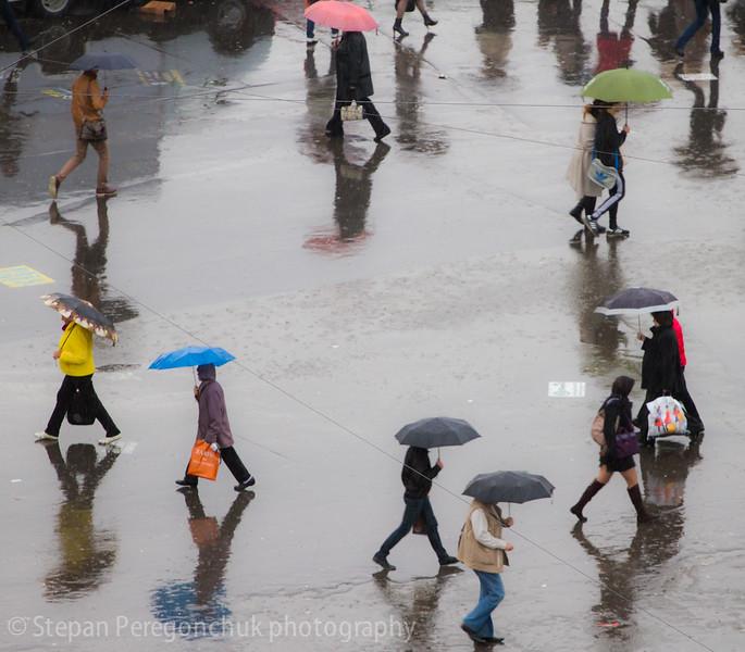 Umbrellas circle.