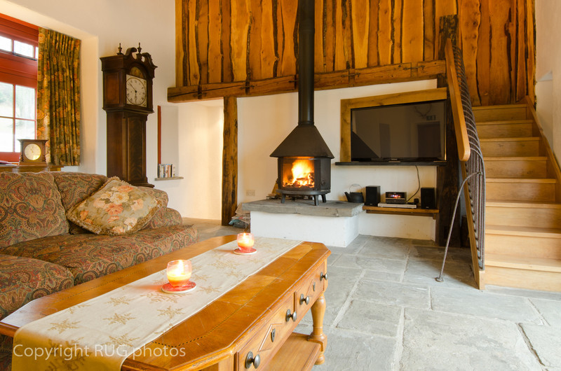 Wheatsheaf cottage was originally the miller's cottage and barn on theEstate. Reclaimed rustic flag-stone flooring with an under floor heating system throughout, central heating and a large wood-burner made the cottage very cosy.