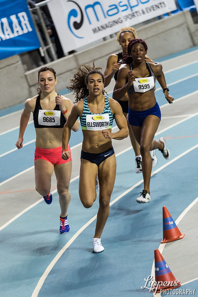 Maureen Ellsworth (NED) leads for Inge Drost (NED) and Banjo Susanna (GBR) in 400m AC Heast, Heat 3