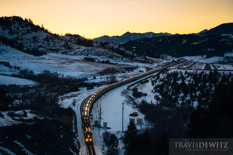 bnsf_5355_grain_train_bozeman_pass_sunrise