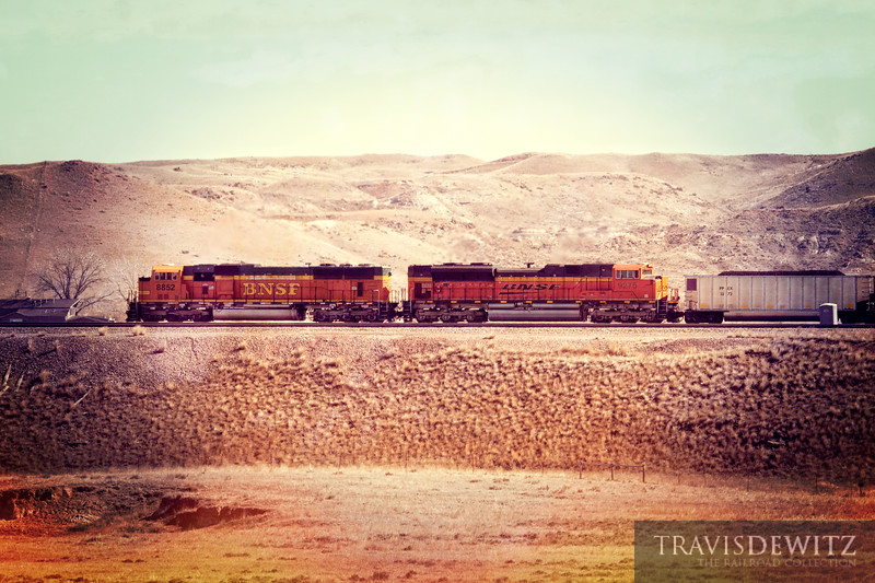 BNSF 8852 leads coal hoppers up towards Gillette, Wyoming.