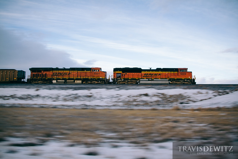 Pacing BNSF 9223 as it flies north out of the Powder River Basin.