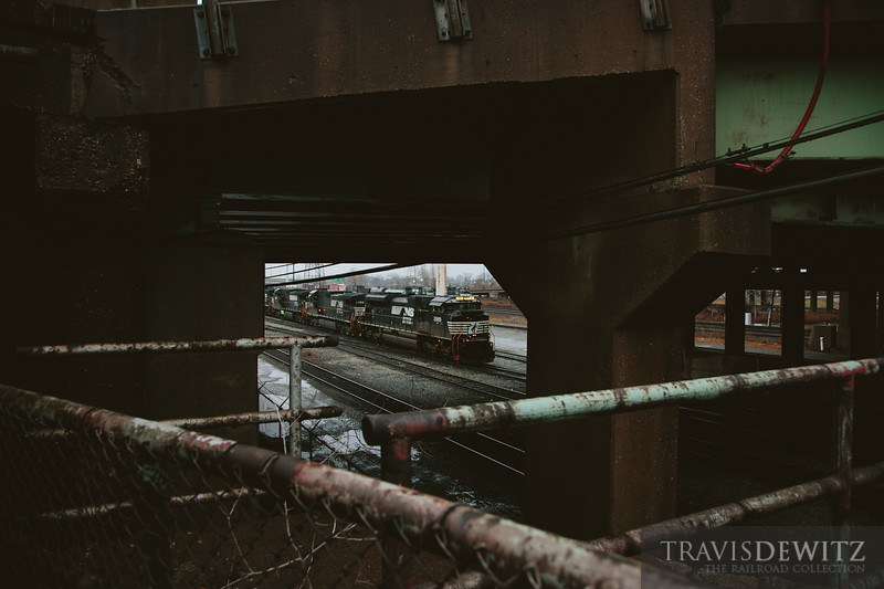 Norfolk Southern SD70ACE 2689 gets nicely framed by steel and concrete in East Chicago, Indiana.