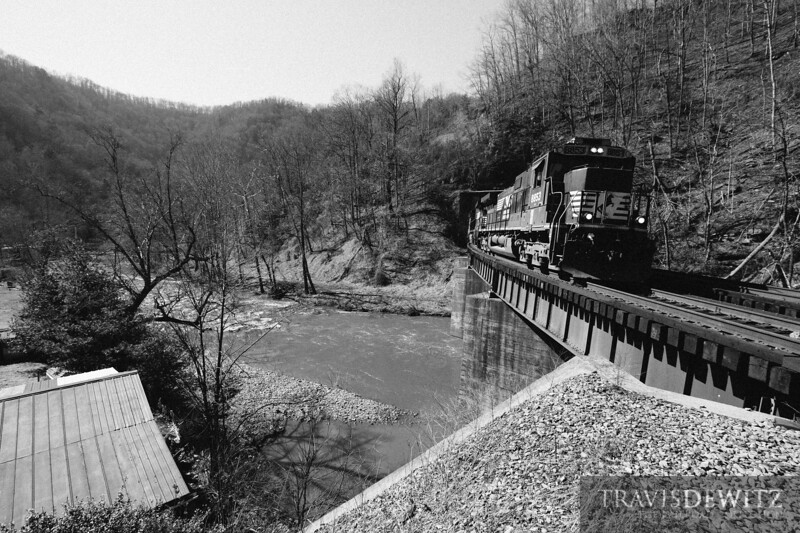 Norfolk Southern 8853 pops out of the tunnels and rolls over the creek as it works east through Roderfield, West Virginia.