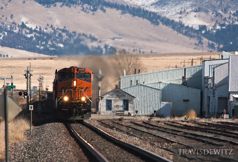 BNSF powers past the East Helena depot.