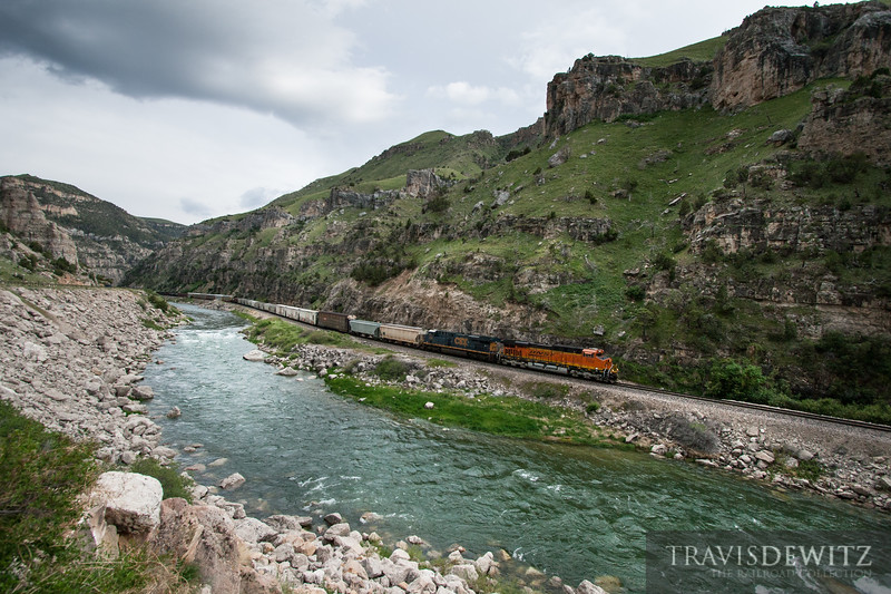 The crew of BNSF 7222 snake their train along the Wind River north towards Thermopolis, Wyoming.