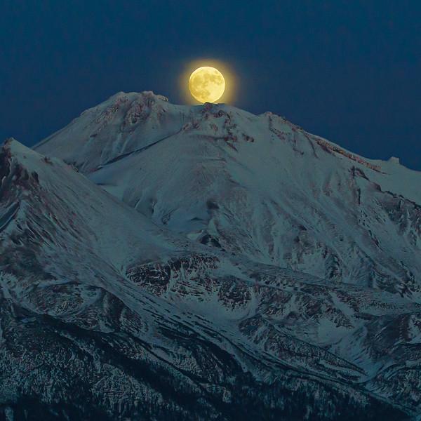 Mt. Shasta Moonrise, 28-November-2020
