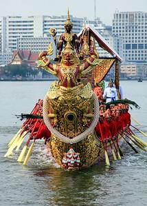 Royal Barge Procession Bangkok 6Nov12 (24)