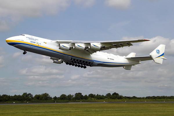 Reg: UR-82060 Operator: Antonov Airlines - Antonov Design Bureau Type:  Antonov An-225 Mriya C/n: 19530503763 / 01-01 Location:  Manchester - Ringway (MAN / EGCC) - UK        Photo Date: 26 June 2013 Photo ID: 1300708