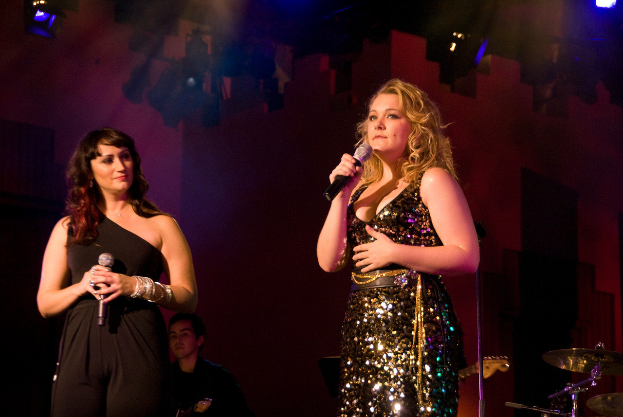Eden with Audra Mae.  Audra opened for Eden, she has been described as a cross between Patsy Cline and Janis Joplin.  I love her songwriting talents.  Here she sings her song, Ruby Shoes with Eden in the finale.  Very apropos as Audra is also Judy Garland's niece.