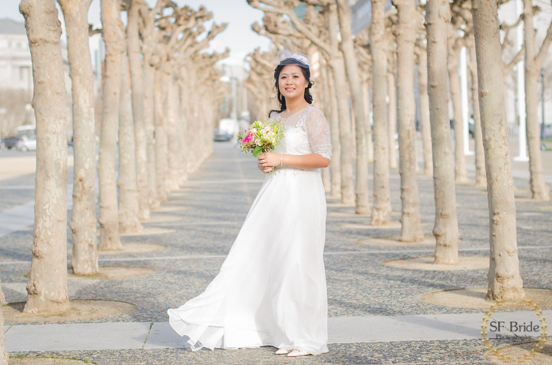Bride posing in front of the San Francisco City Hall