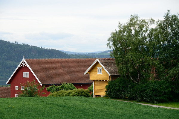 Farmhouse in typcial Norwegian colors