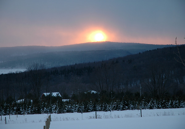 """<div class=""""jaDesc""""> <h4> Wintry Day Sunset - Wintry Day Sunset - February 2005</h4> <p> Sun setting over the west ridge on a snowy February day.</p> </div>"""