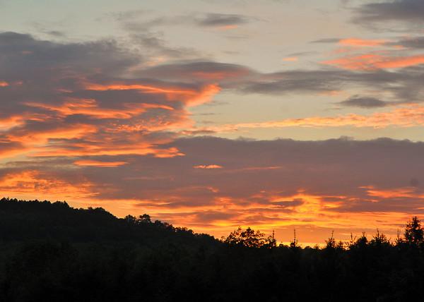 "<div class=""jaDesc""> <h4> Spring Sunset - May 26, 2015</h4> <p></p> </div>"