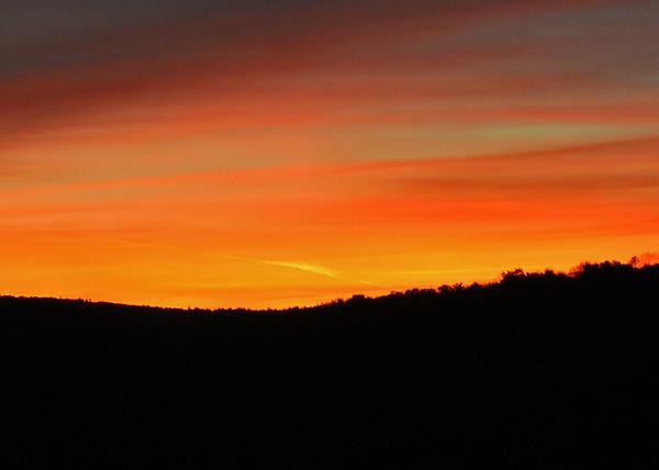 "<div class=""jaDesc""> <h4> Fall Sunset - October 10, 2015</h4> <p></p> </div>"