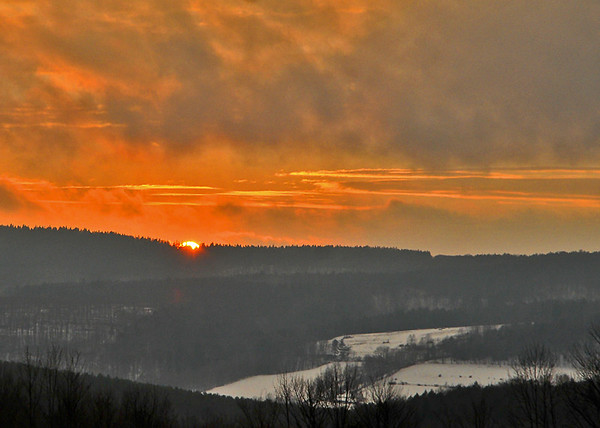 """<div class=""""jaDesc""""> <h4> Winter Sunset - January 19, 2015</h4> <p> We were blessed with this nice bright sunset out our kitchen window.</p> </div>"""