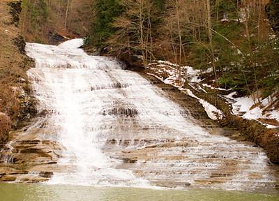 """<div class=""""jaDesc""""> <h4>Buttermilk Falls - Ithaca, NY - December 26, 2007</h4> <p> There had been a lot of rain the week before our visit to the falls in Ithaca, NY.  This is Buttermilk Falls just south of Ithaca.</p> </div>"""