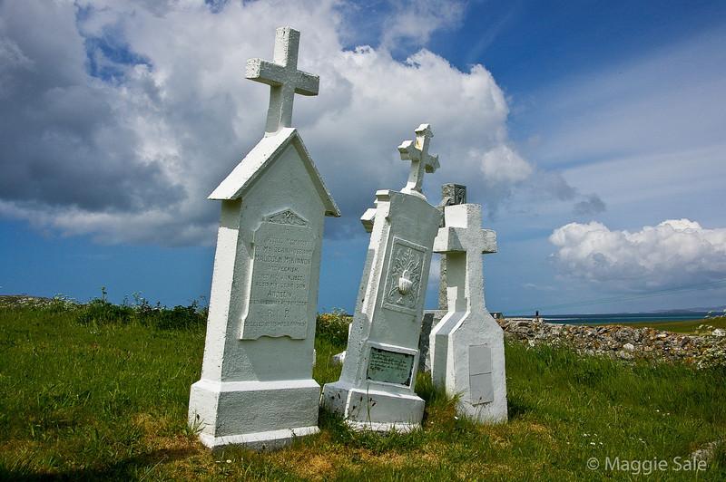 Gravestones, Barra