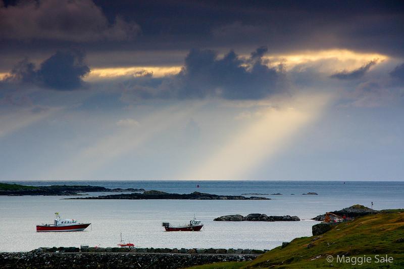 Light rays near Leverburgh, Harris