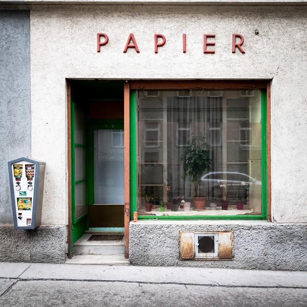 PAPIER, kein Tiger / PAPER, no tiger