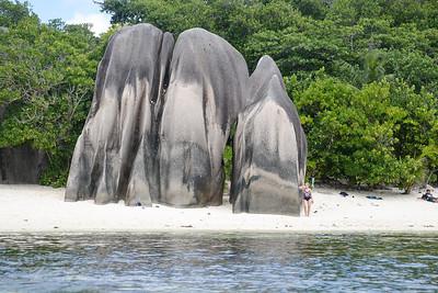 Blocs de rochers sur la plage d'anse source d'argent
