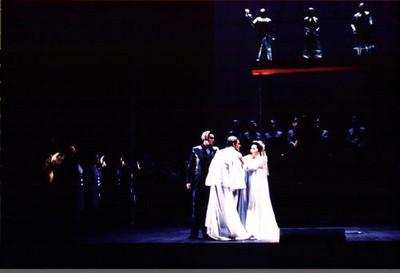 Gutrune greets Siegfried