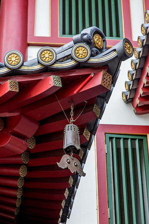 The Buddha Tooth Relic Temple. I found out later that it has a rooftop garden... I wonder if it can be visited!