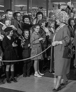 The Queen Elizabeth, the Queen Mother,  greets an enthusiast crowd at Vancouver airport during a visit to the city. (CP Wirephoto) 1966 (Wally Hayes)