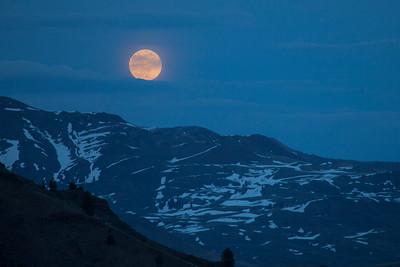 Full moon rising above Lake Basin.  Day one stats - 6.8 mi/2,461 ft
