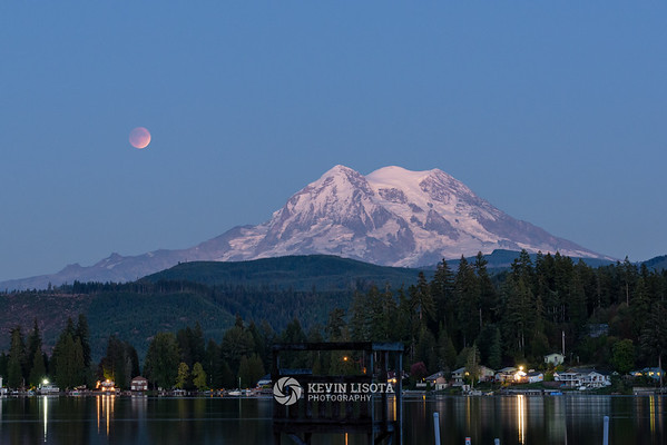 Lunar Eclipse over Mt. Rainier - September 27, 2015