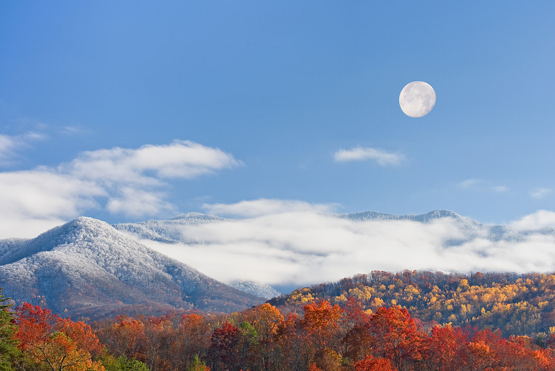 Smoky Mountain Moonrise Full moon over Mt. LeConte in the Great Smoky Mountains. Lots more Smoky Mountains Photos and info over on my blog.