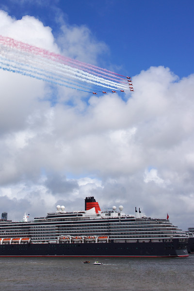 Cunard 3 Queens Red Arrow flypast