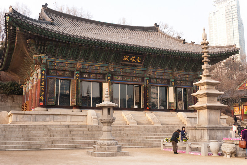 Daewoongjeon, the main temple building, in Bongeunsa.