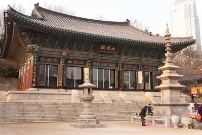Daewoongjeon, the main temple building, in Bongeunsa.