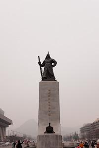The statue of Yi Sun-sin in Gwanghwamun Plaza.