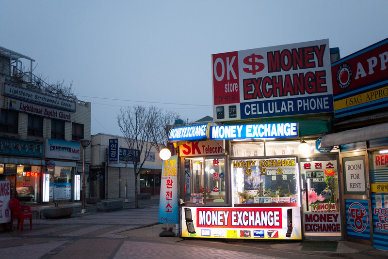 Brightly lit money exchange store outside of the Humphreys walk through gate.