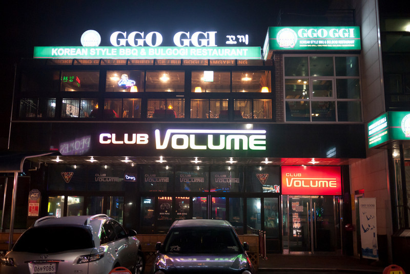 The GGO GGI restaurant atop Club Volume on a side street in Songtan.