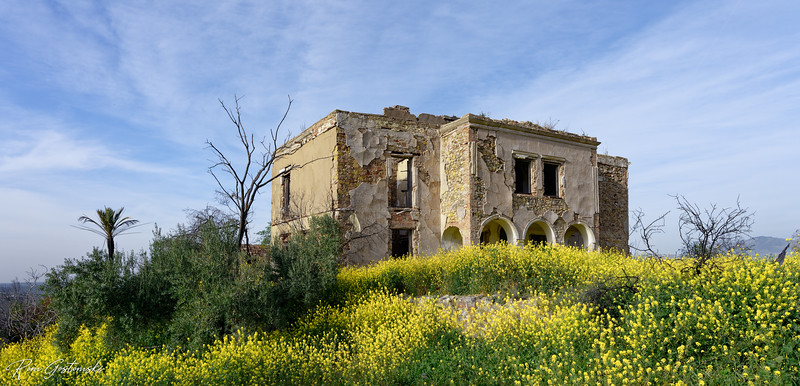 A very grand abandoned cortijo