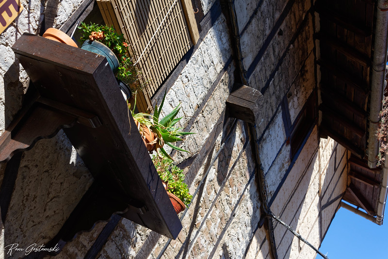 A window box for more pot plants