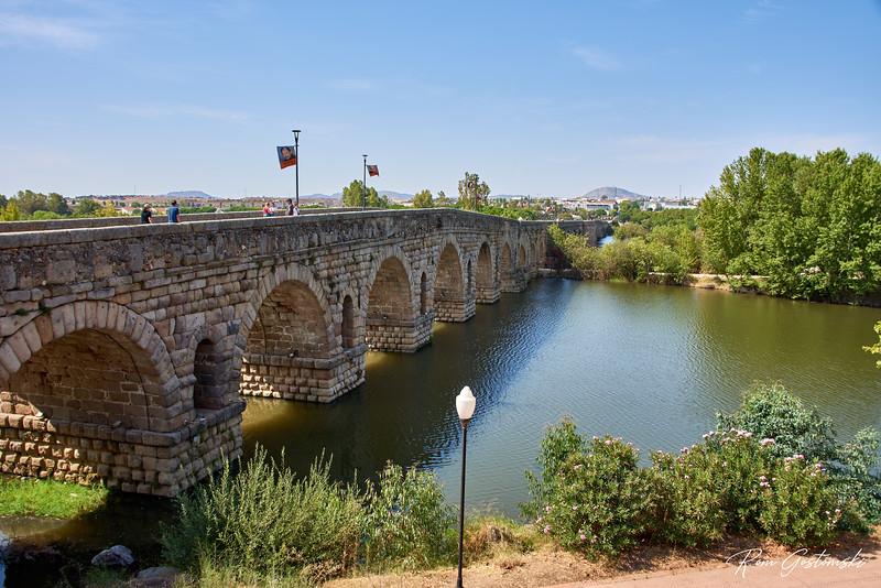 The Roman bridge in Mérida