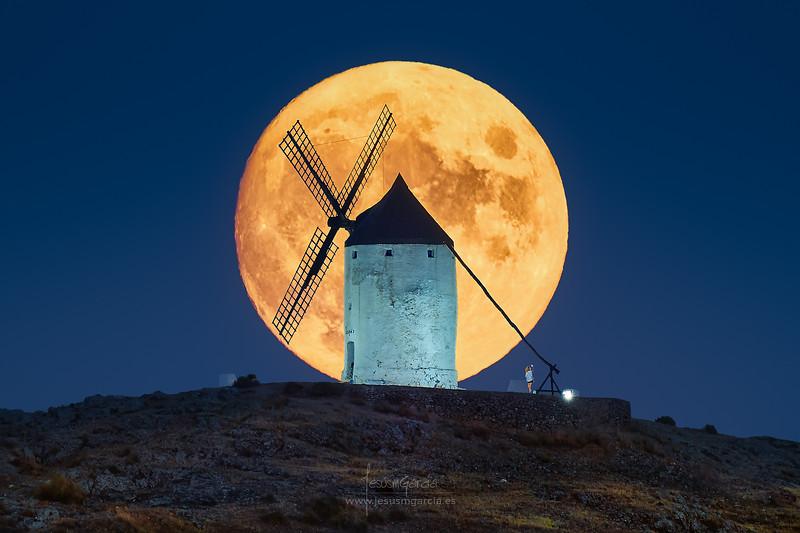 El Gigante y la Luna