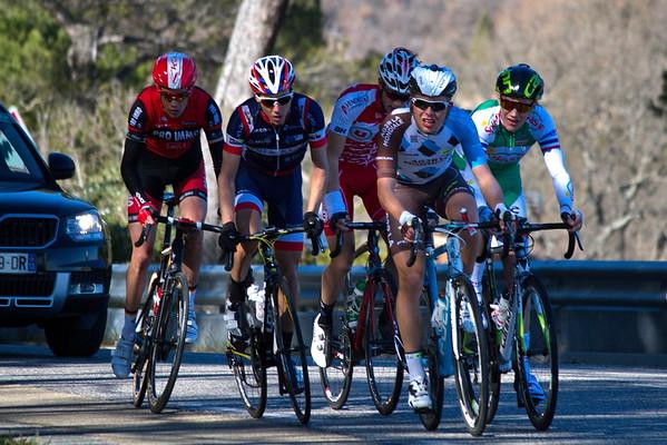 Avant-dernier passage, cinq échappés en tête de la course.