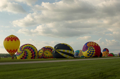 Let the chase begin!  It is amazing how quickly these professionals can inflate and fly those balloons.