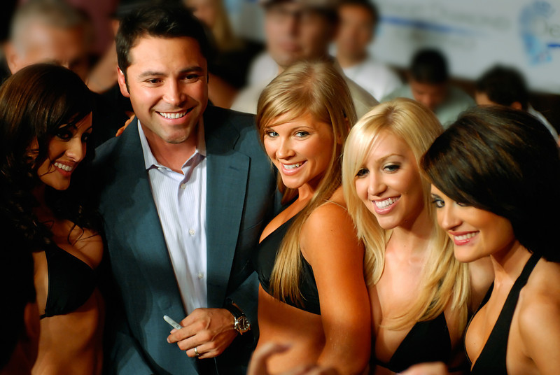 (11.3.2007 -- Tucson, Arizona)  Oscar de La Hoya poses with the ring card girls.<br /> <br /> <br /> Images from the November 3, 2007 Golden Boy Productions fight card at the Desert Diamond Casino.