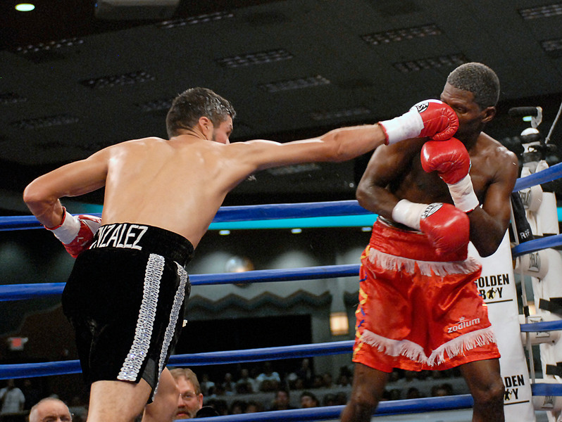 (3.30.2007 - Desert Diamond Casino)  Jhonny Gonzalez scores with a right to the nose of Irene Pacheco in the 8th round of their WBO Championship bout.  Gonzalez successfully defended his title with a 9th round TKO.