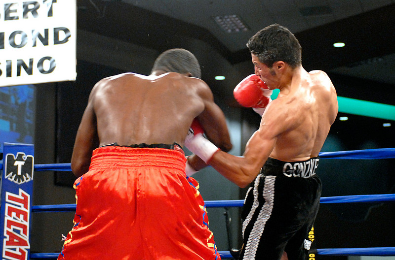 (3.30.2007 - Desert Diamond Casino)  Jhonny Gonzalez lands a solid left to the mid-section of Irene Pacheco in the 6th round of their WBO Bantamweight bout.  Gonzalez won with a 9th round TKO.