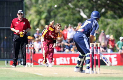 31 Dec 2007 Townsville, Qld, Australia -  Shane Watson bowls to Victorian captain Brad Hodge during the Queensland Bulls v Victoria Bushrangers 20/20 match at Townsville's Riverway Stadium - PHOTO: CAMERON LAIRD (Ph: 0418 238811)