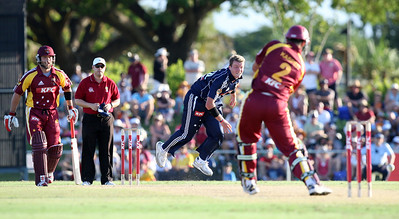 31 Dec 2007 Townsville, Qld, Australia -  Victorian Peter Siddle bowls to Michael Kasprowicz during the Queensland Bulls v Victoria Bushrangers 20/20 match at Townsville's Riverway Stadium - PHOTO: CAMERON LAIRD (Ph: 0418 238811)