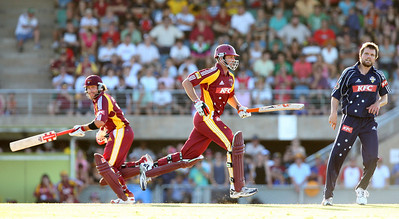 31 Dec 2007 Townsville, Qld, Australia -  Michael Kasprowicz (centre) in action during the Queensland Bulls v Victoria Bushrangers 20/20 match at Townsville's Riverway Stadium - PHOTO: CAMERON LAIRD (Ph: 0418 238811)