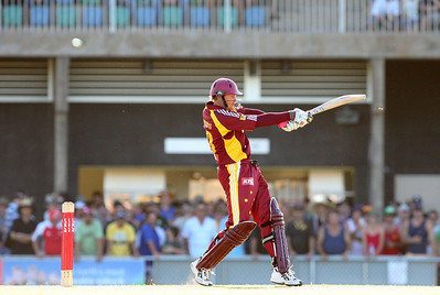 31 Dec 2007 Townsville, Qld, Australia -  Ashley Noffke playes over the wicketkeeper for four during the Queensland Bulls v Victoria Bushrangers 20/20 match at Townsville's Riverway Stadium - PHOTO: CAMERON LAIRD (Ph: 0418 238811)